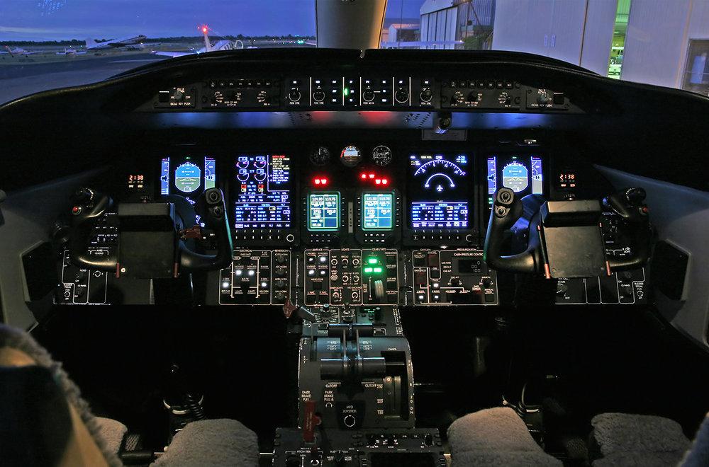 lear45_cockpit.jpg