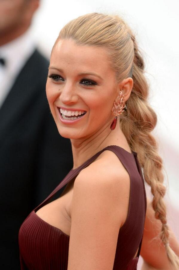 Blake Lively's earrings made the perfect statement.