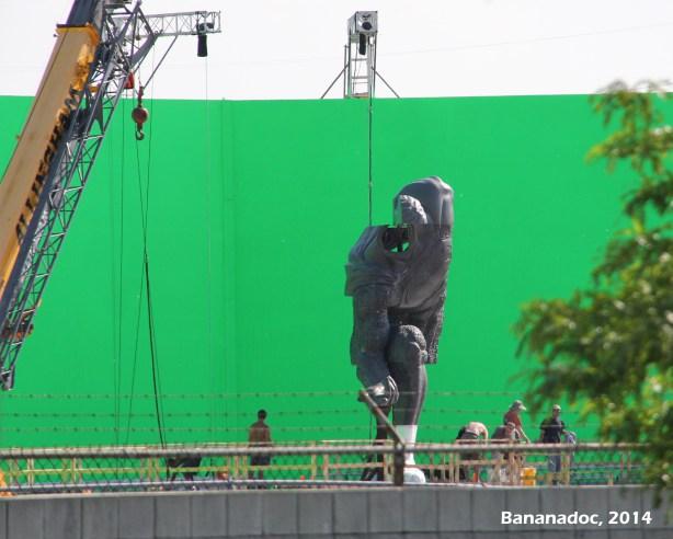 superman-statue-100536.jpg