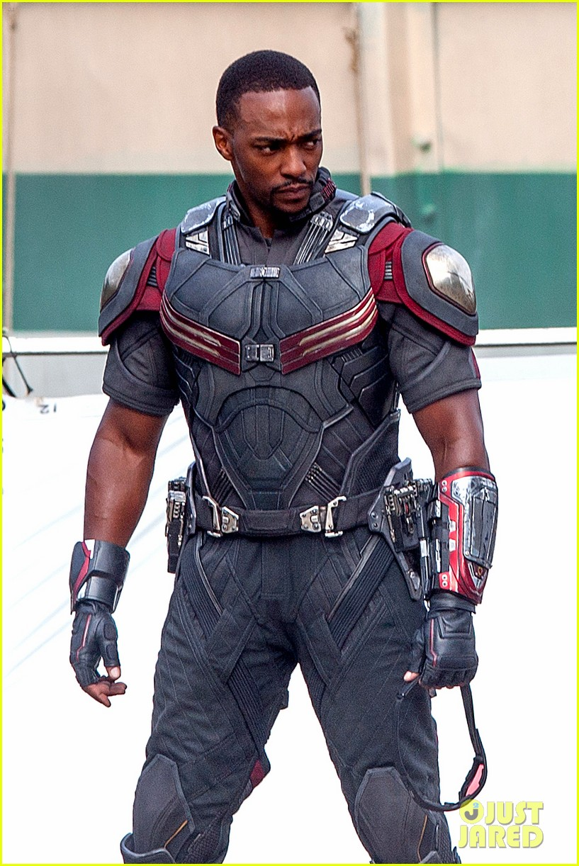 chris-evans-anthony-mackie-get-to-action-captain-america-civil-war-12.jpg