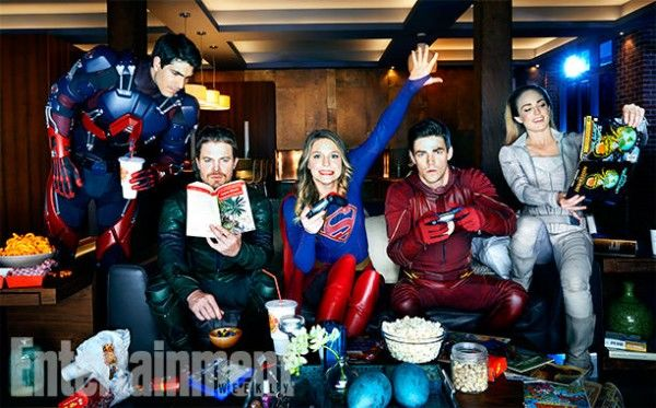 arrow-flash-supergirl-legends-crossover-images-ew-5-600x373.jpg
