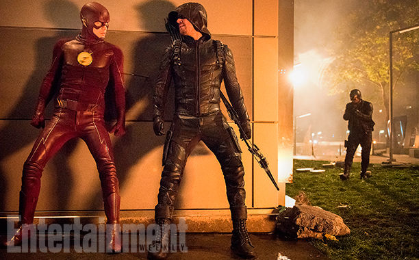 arrow-flash-supergirl-legends-crossover-images-ew-10.jpg