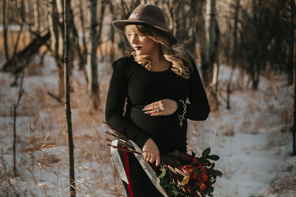 Fall maternity session black dress hat