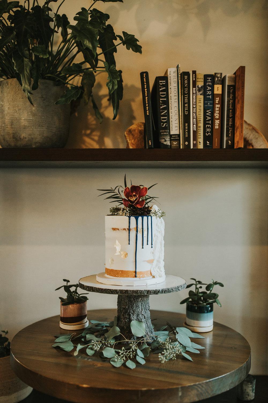 Modern wedding cake Banff
