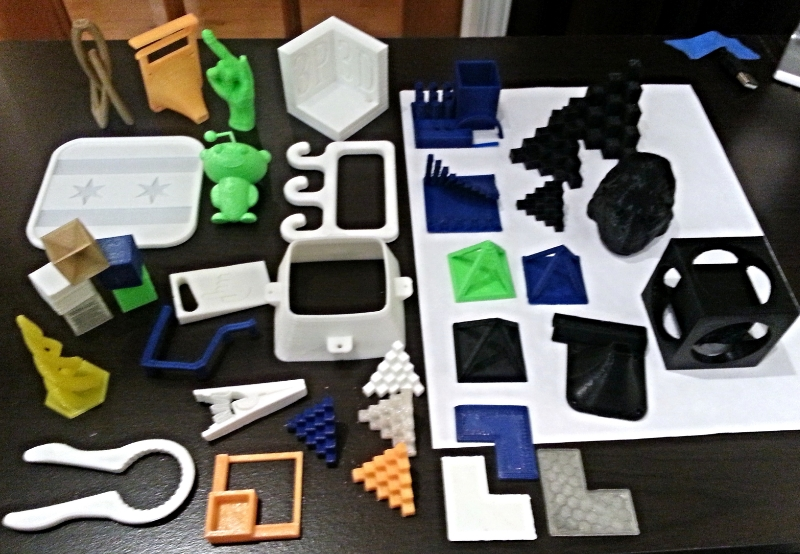 Various custom designed items and items from the Thingiverse.com Printrbot Simple - PLA