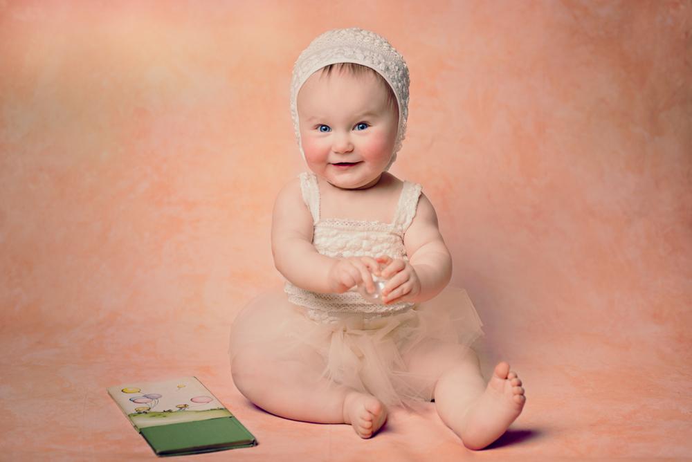 10 month photos - Louisa Nickel