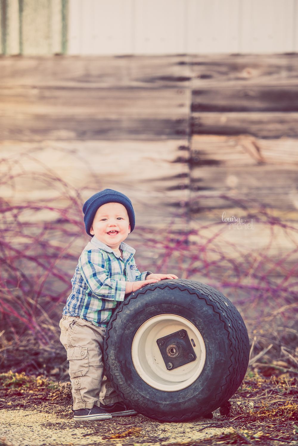 happy farm baby - tire prop - barn wood - Rockford, IL - Louisa Nickel Photography