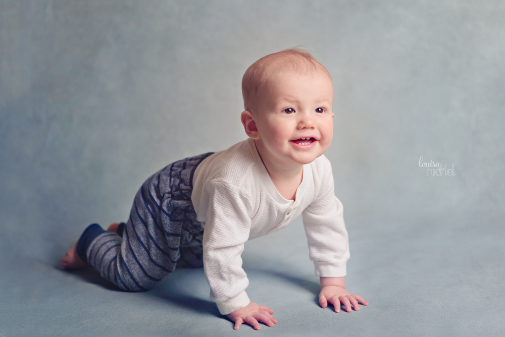 DIY backdrop - crawling baby boy - studio lighting - Louisa Nickel Photography