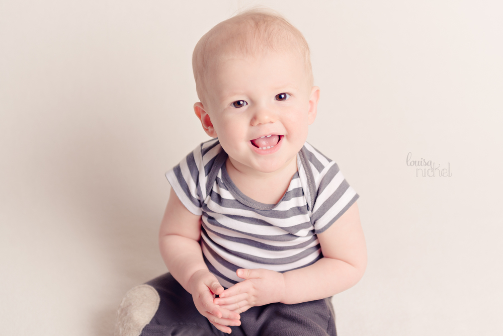 baby boy - clapping hands - indoor studio - Louisa Nickel Photography