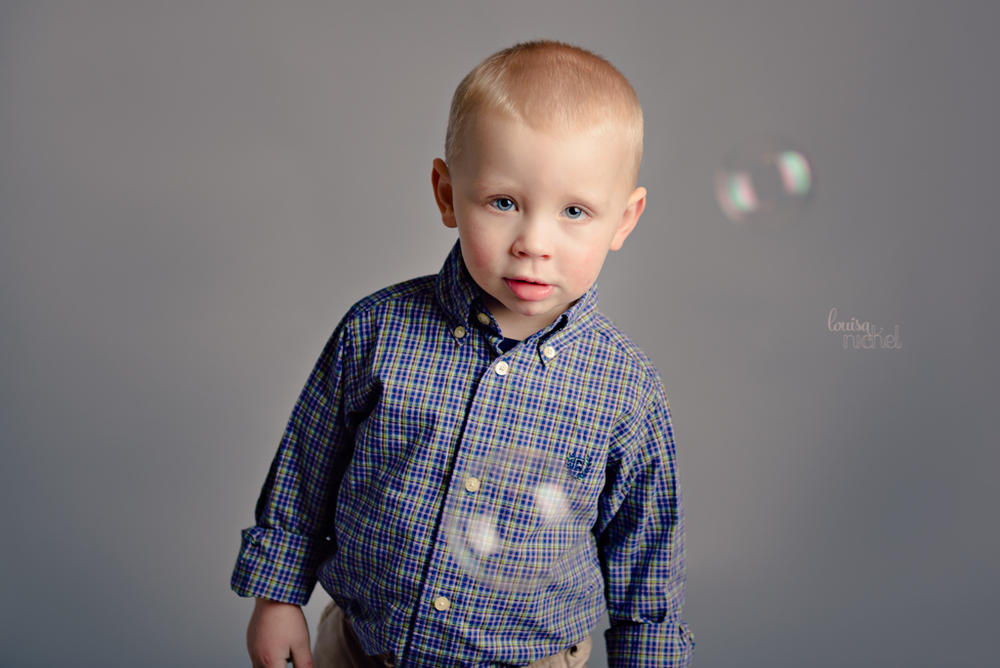 2 years old - seamless backdrop - birthday bubbles - Louisa Nickel Photography