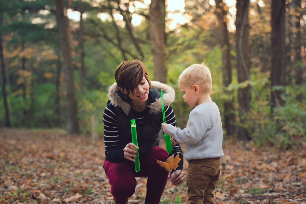 fall lifestyle session with a toddler-5.jpg