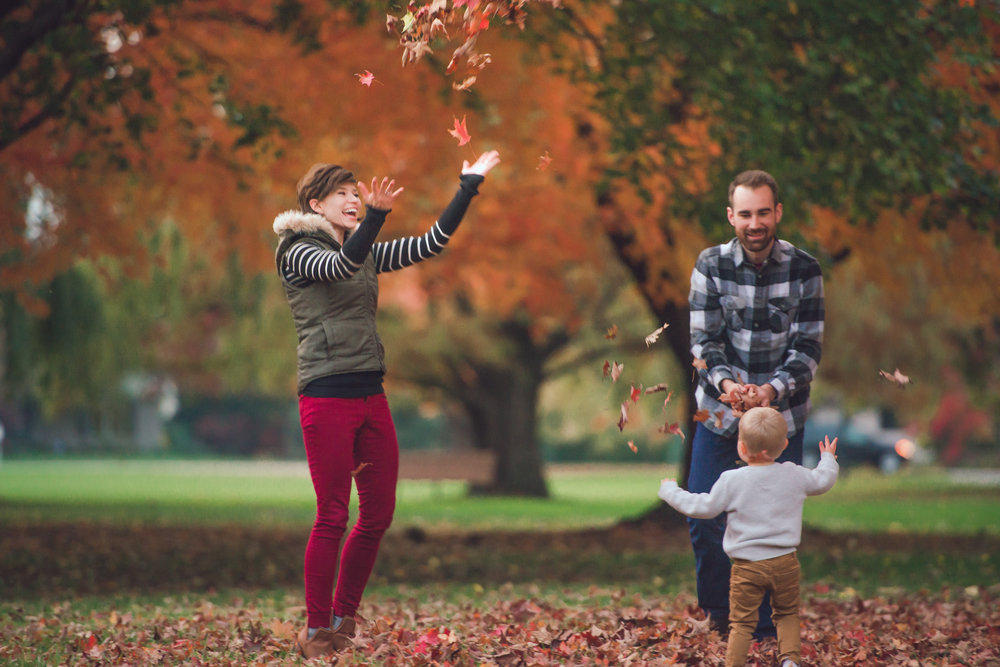 fall lifestyle session with a toddler-27.jpg