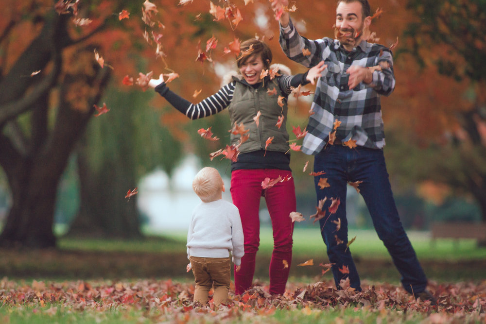 fall lifestyle session with a toddler-29.jpg