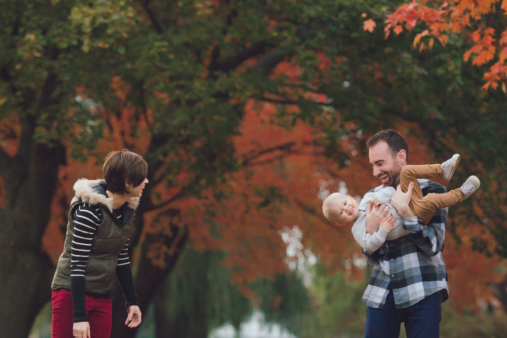 fall lifestyle session with a toddler-32.jpg