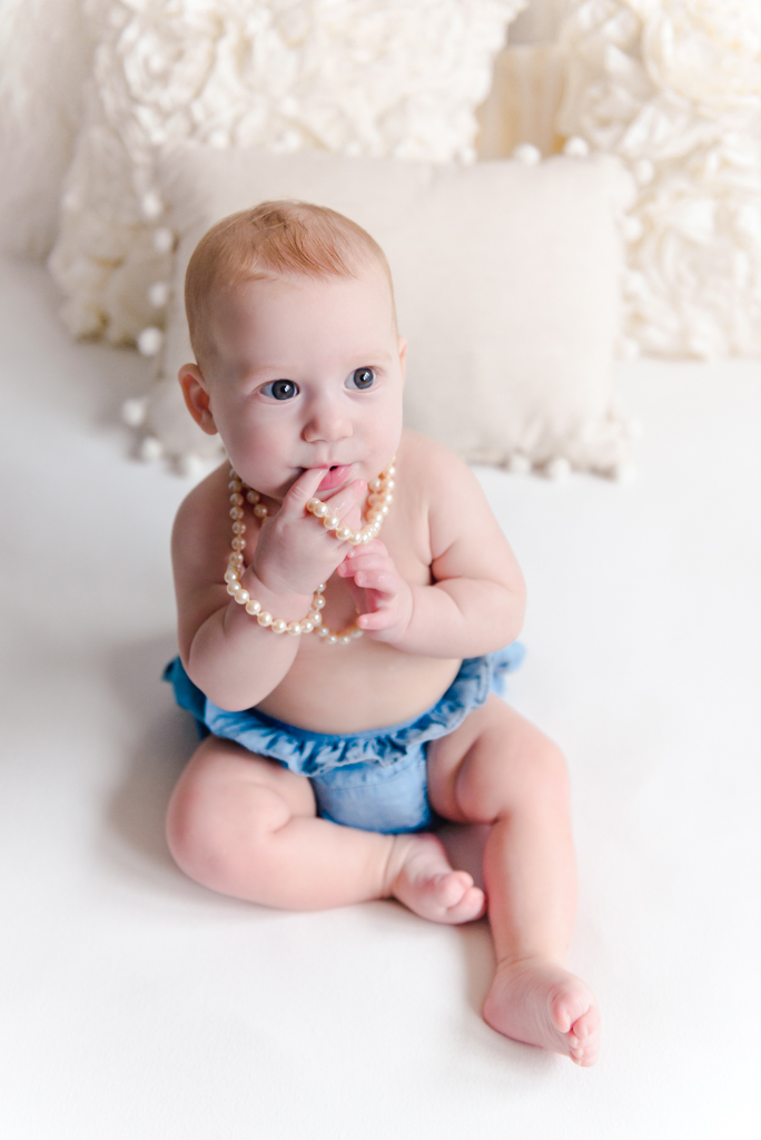 sitting crawling baby girl six month session - Louisa Nickel Photography-13.jpg