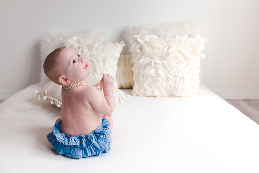 sitting crawling baby girl six month session - Louisa Nickel Photography-8.jpg