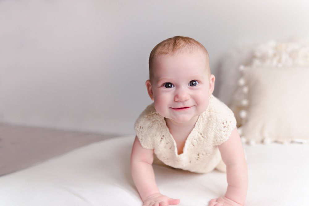 sitting crawling baby girl six month session - Louisa Nickel Photography-7.jpg