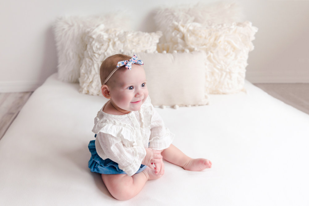 sitting crawling baby girl six month session - Louisa Nickel Photography-21.jpg