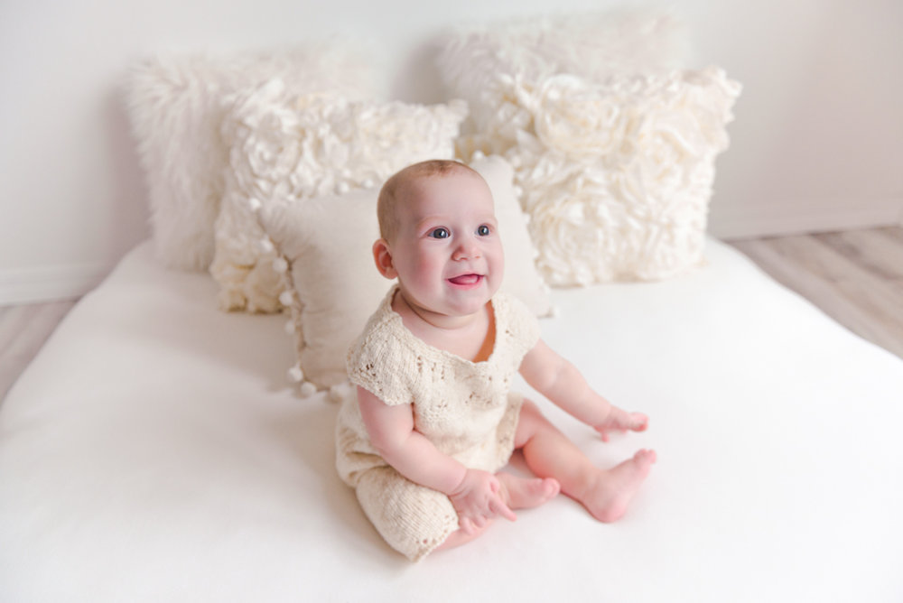 sitting crawling baby girl six month session - Louisa Nickel Photography-6.jpg