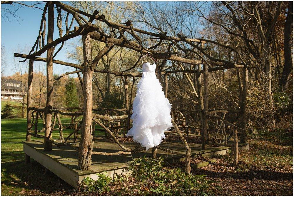 pheasantrun-bedandbreakfast-lancaster-wedding-photography-outdoor-ceremony-dress-details-family-photo