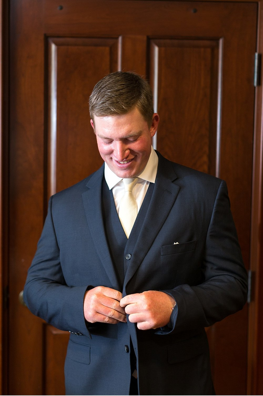 Groom getting ready at Hershey Gardens Hershey Country Club Summer beautiful wedding photography_1552.jpg