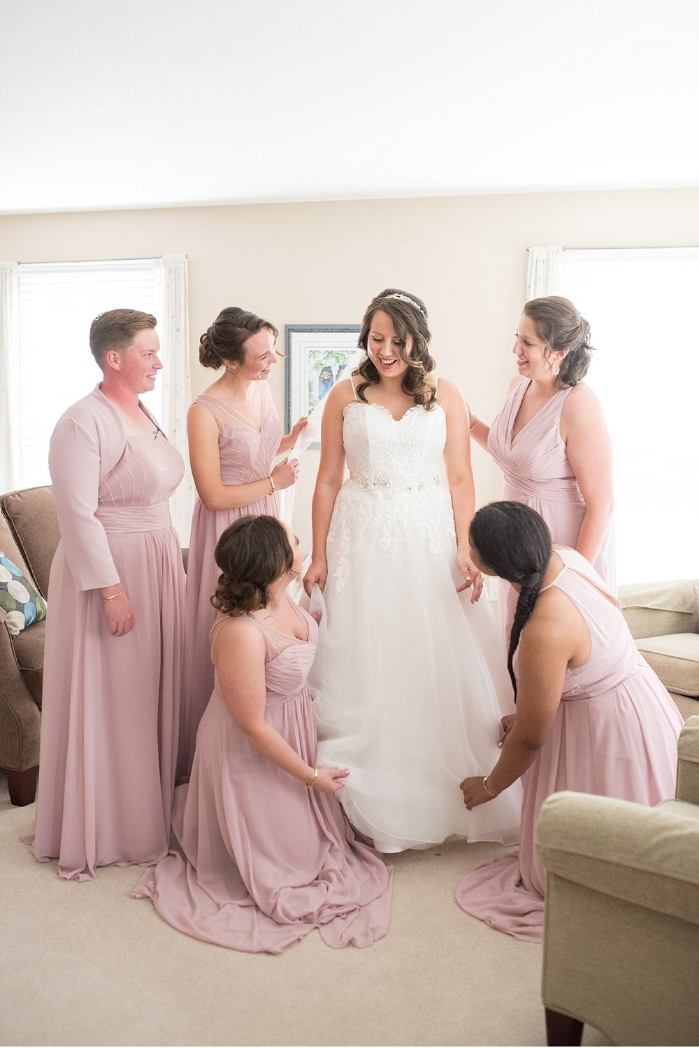 Bridesmaids and bride Hershey Gardens Hershey Country Club Summer beautiful wedding photography_1561.jpg