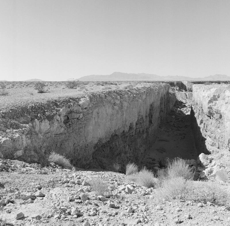 Michael Heizer , Double Negative , 1969 - 70.