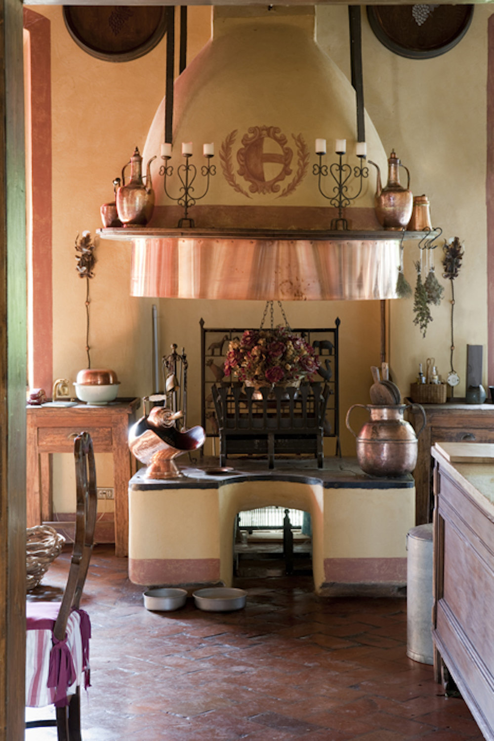Learn to make regional specialties during customized cooking lessons in the Villa kitchen.