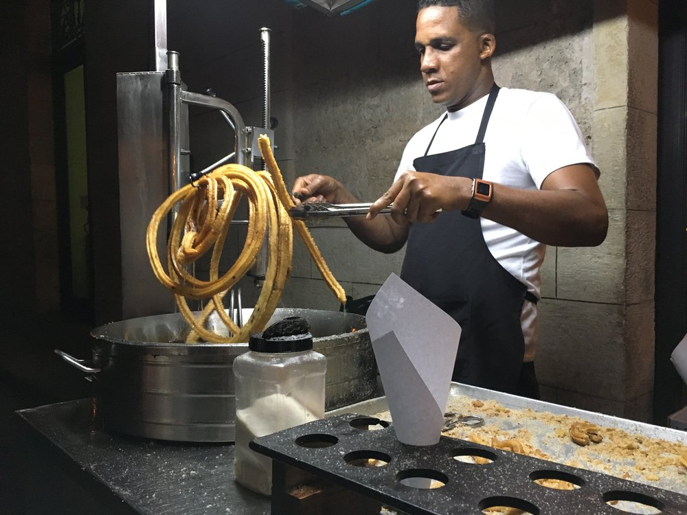 Churros are 1 CUC or 25 CUP, a huge difference in price depending on the currency.