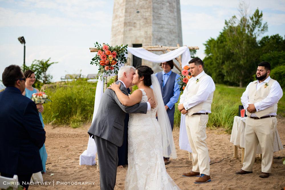 photos-wedding-lighthouse-point-park-carousel-new-haven-chris-nachtwey-photography-2019-25.jpg