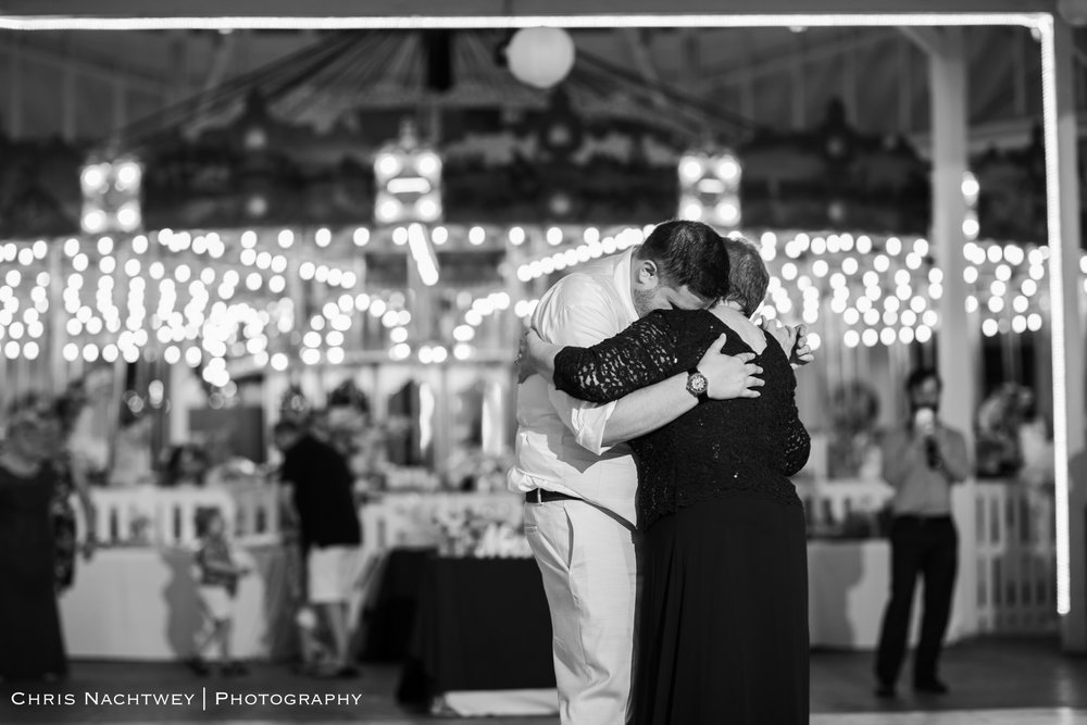 photos-wedding-lighthouse-point-park-carousel-new-haven-chris-nachtwey-photography-2019-60.jpg