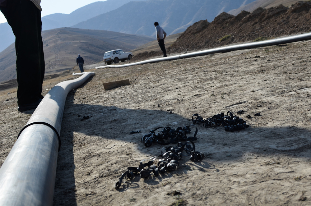 This new pipeline requires linking thousands of 13 meter pieces to reach the fresh mountain water some 105 kilometers away.