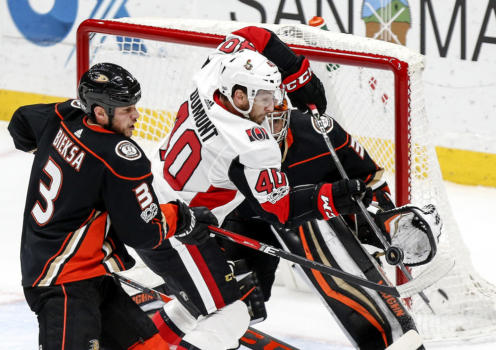 Ottawa Senators' forward Gabriel Dumont (C) vies with Anaheim Ducks' defenseman Kevin Bieksa (L) as goalie Ryan Miller defends during a 2017-2018 NHL hockey game in Anaheim, the United States, on Dec. 6, 2017. Anaheim Ducks won 3-0.