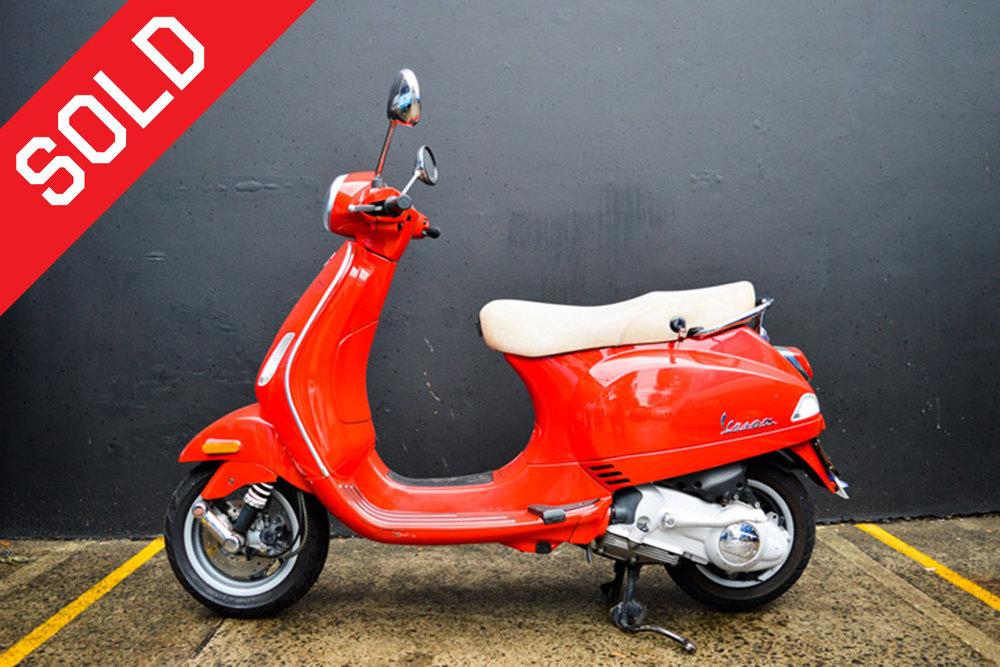 2002-Gloss-Red-Vespa-LX125-left-side.jpg