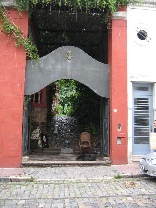 San Telmo Market 8 (Dog v. Buddha 1).jpg