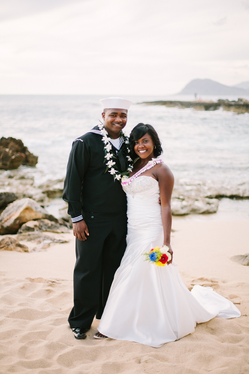 ciara-mack-secret-beach-oahu-intimate-wedding-10.jpg