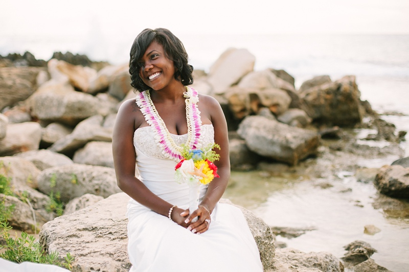 ciara-mack-secret-beach-oahu-intimate-wedding-12.jpg