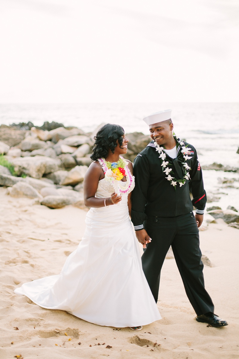 ciara-mack-secret-beach-oahu-intimate-wedding-13.jpg