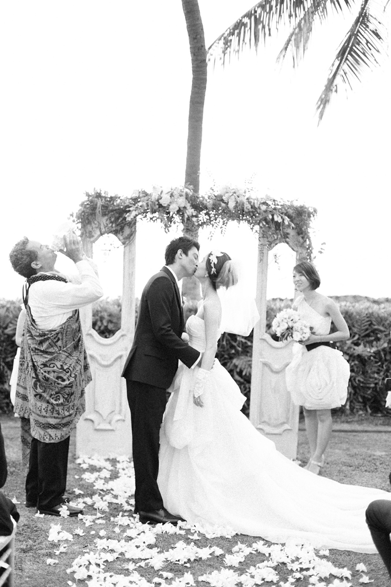 stylish-lanikuhonua-wedding-020.jpg