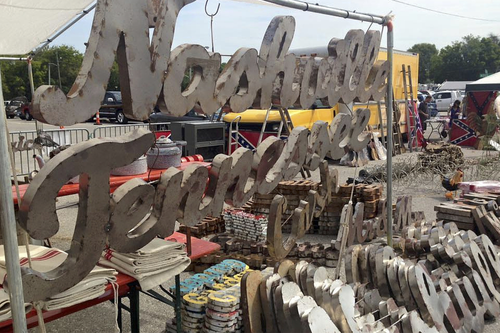 Nashville flea market the global swap shop for Antique fairs and flea markets 2016
