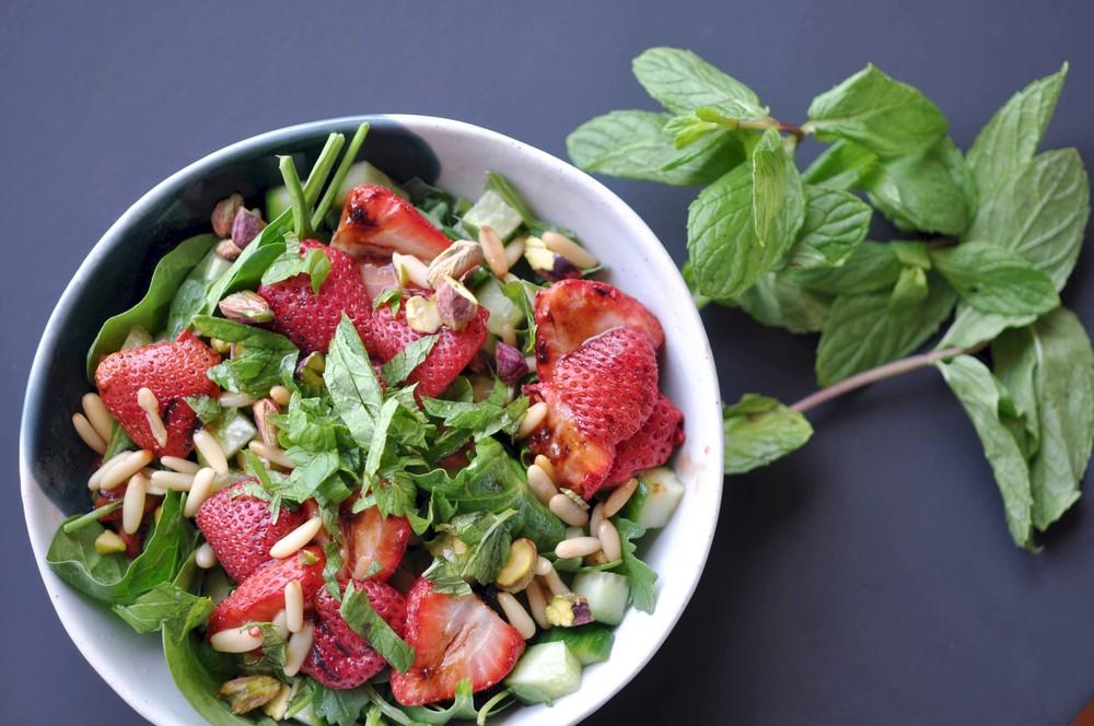 Grilled Balsamic Strawberry Salad. Vegan | Vegetarian | Quick & Easy | Side Salad | Light Lunch