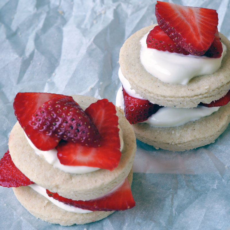 Shortbread with Strawberries & Yogurt