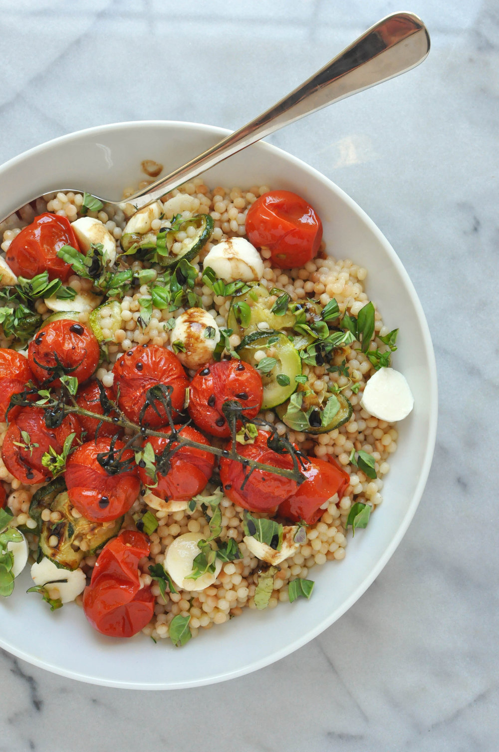 Israeli Couscous Salad with Zucchini, Mozzarella, and Tomatoes (vegetarian, summer salad, healthy) | Shiny Happy Bright