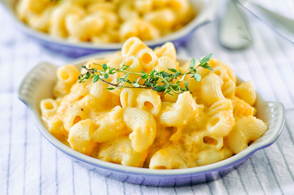 Stovetop butternut squash mac & cheese - an easy, vegetarian dinner that's heavy on veggies and light on cheese | This Healthy Table