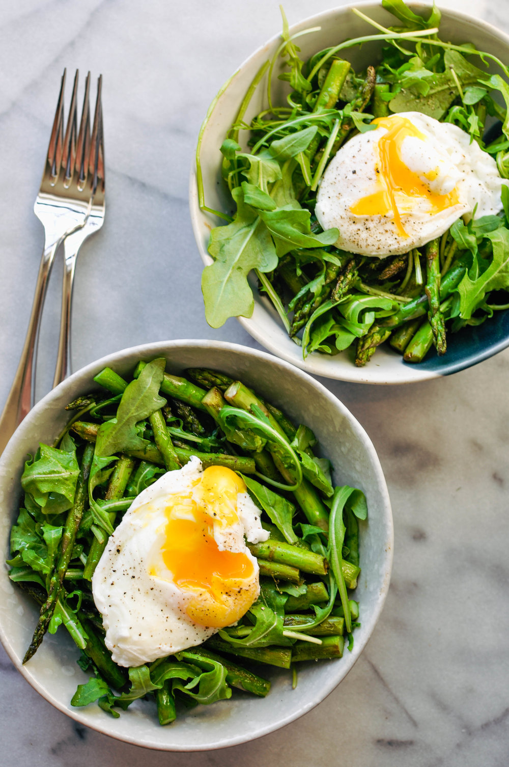 A healthy breakfast of arugula, asparagus, and a poached egg. A perfect, vegetarian meal. | This Healthy Table
