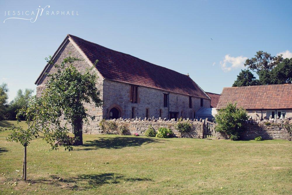 jessica-raphael-photography-almonry-barn-weddings