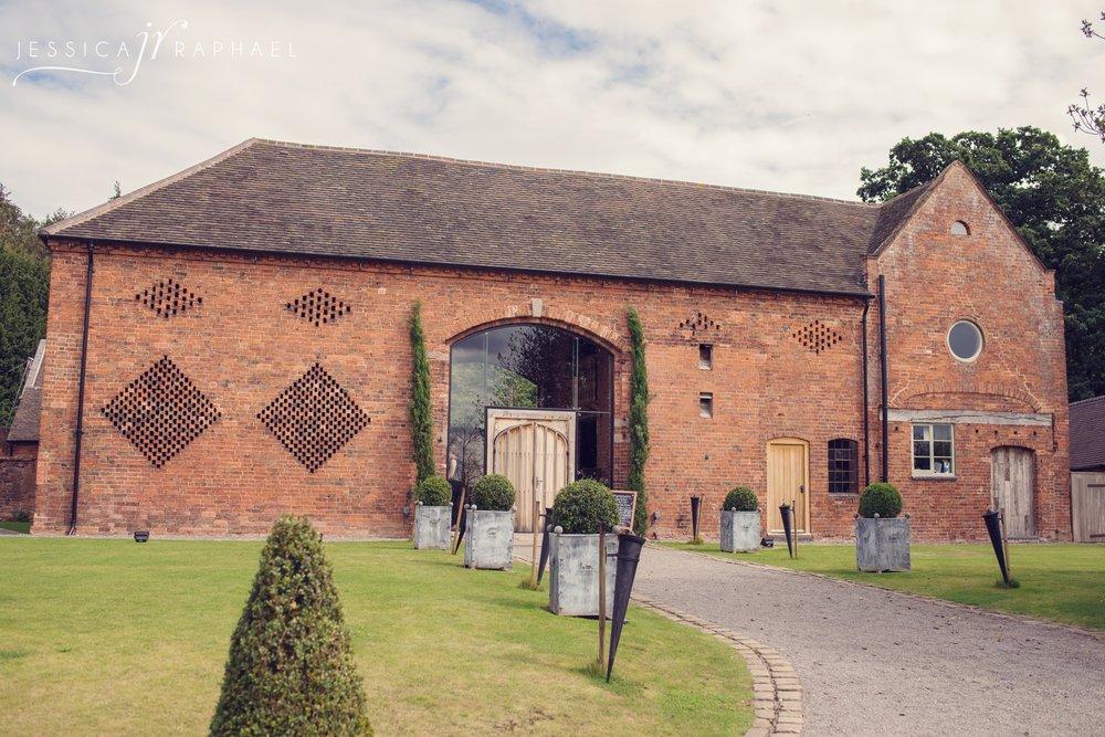 jessica-raphael-photography-shustoke-farm-barns-weddings