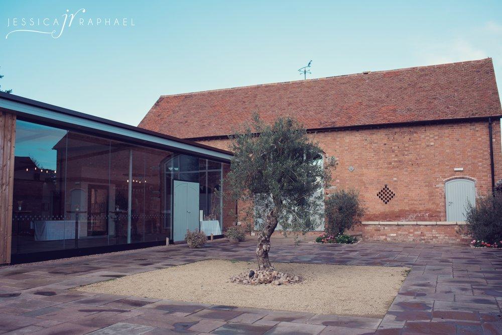 jessica-raphael-photography-swallows-nest-barn