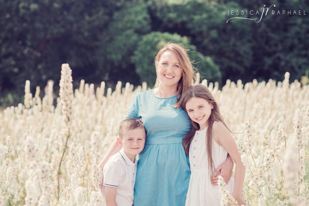 flower-fields-wick-pershore-real-flower-confetti-company-flower-fields-family-photos-jessica-raphael-photography