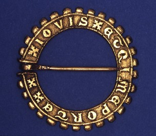 14th Century English Annular Gold Brooch.